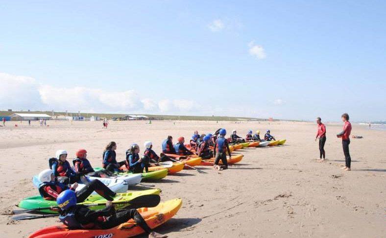 kano tijdens summer surfcamp zuid holland